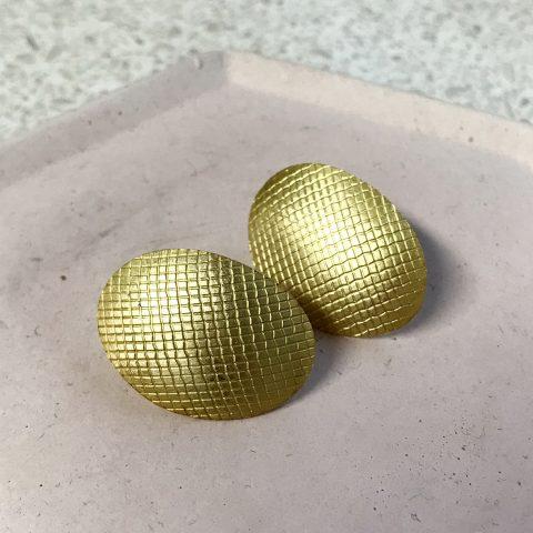 kolczyki z wykorzystaniem fakturowanej powierzchni