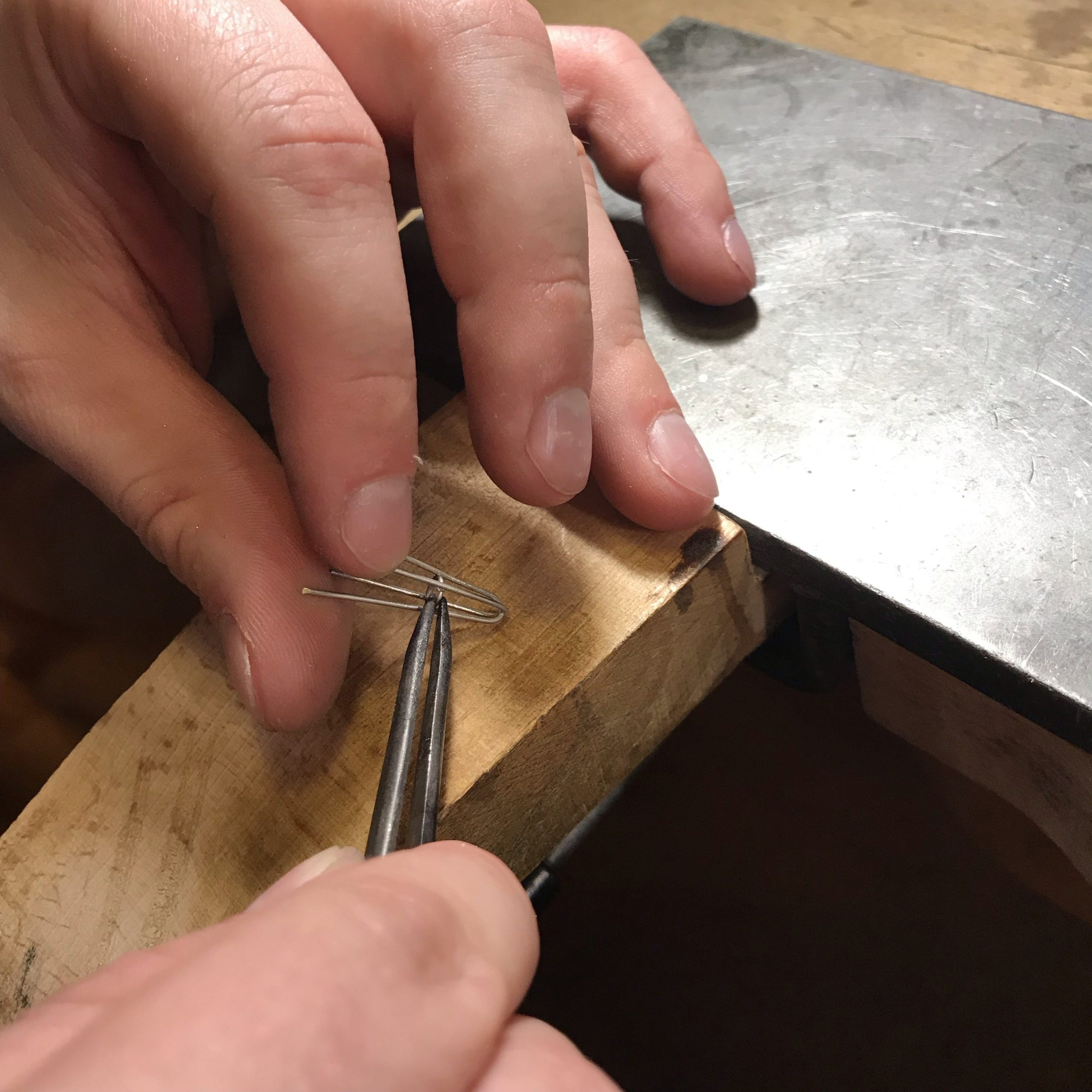 Kurs jubilerski wAntidotum uczy przygotowania opraw kamieni szlachetnych
