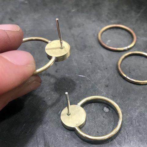 Nauka lutowania biżuterii na przykładzie kolczyków z mosiądzu