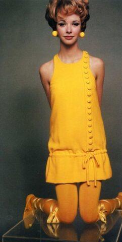 Kolorowa stylizacja wstylu Mary Quant